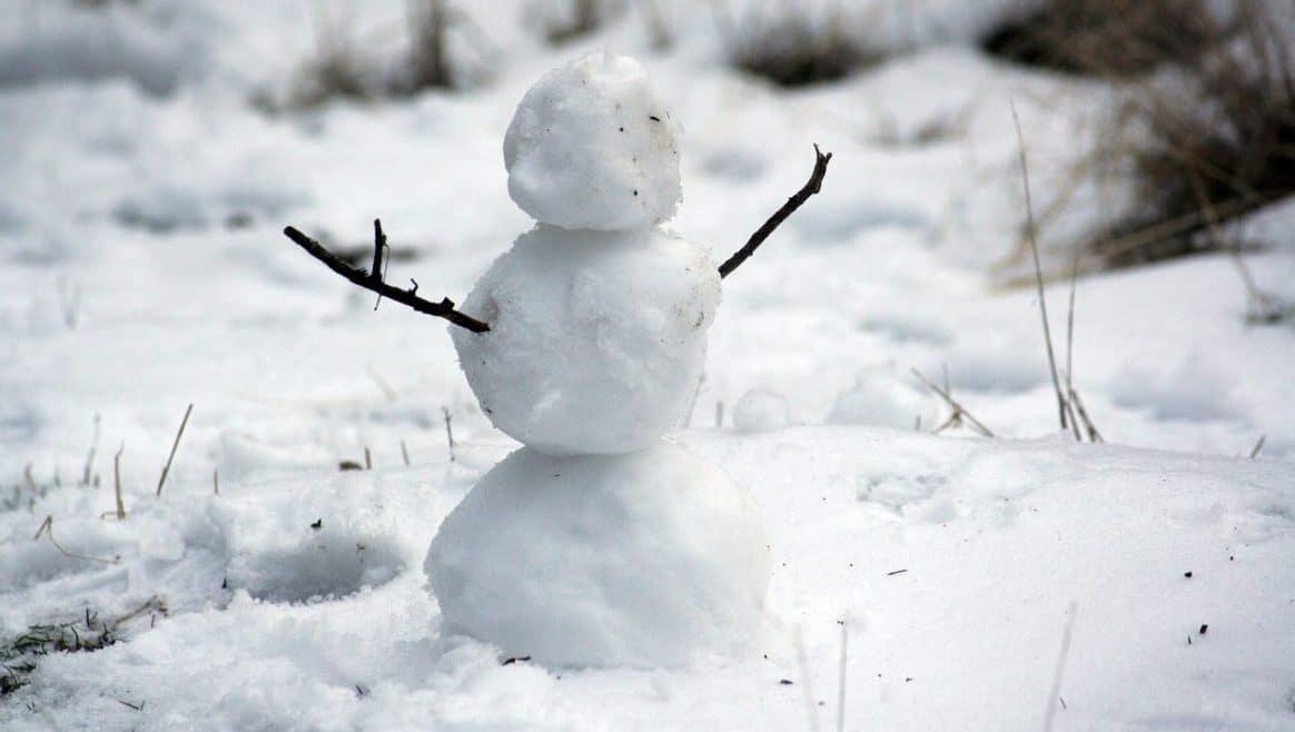 Riesen-Schneemann aus Wattebällchen - Kindergarten Ideen